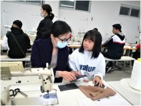 学校与嘉兴广越服装有限公司开展技术交流活动