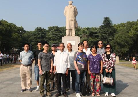 学校工会组织重阳节登山活动